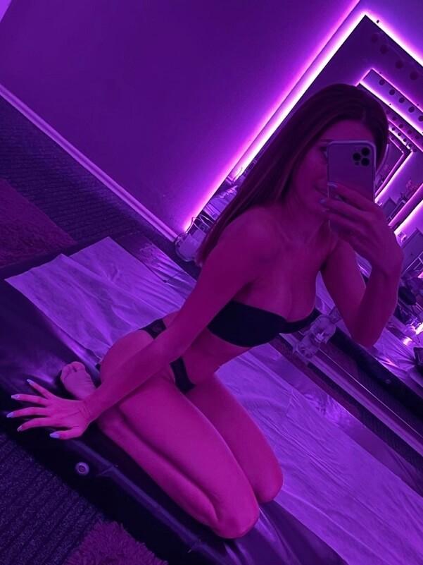 Noémi - Budapest erotic massage